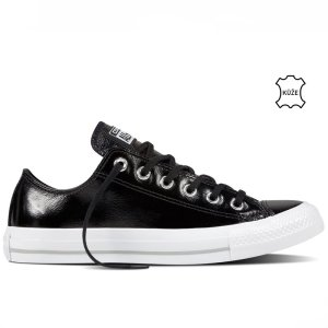 Converse Chuck Taylor All Star right